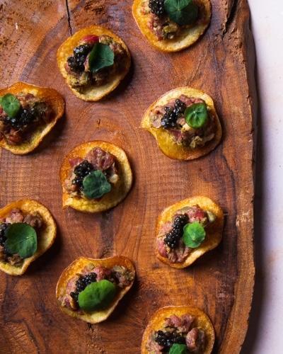 01.-Osetra-Caviar-with-Australian-Beef-Fillet-Tartare-Lemon-Salt-Potato-Chips-Dish-Catering