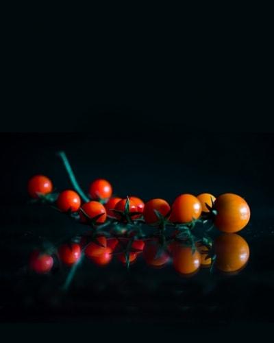 27.-Tomatoes-on-Vine